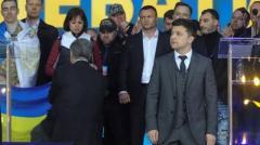 За что Порошенко встал на колени?