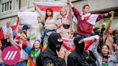 Дождь. В Минске жесткие задержания участниц «Женского марша». ОМОН хватает девушек и тащит их в автозаки от 12.09.2020