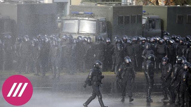 Телеканал Дождь 05.10.2020. Десятки тысяч белорусов на «Марше освобождения»: зонты против водометов и «осада» на Окрестина
