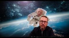 Азаров из космоса говорит с дном