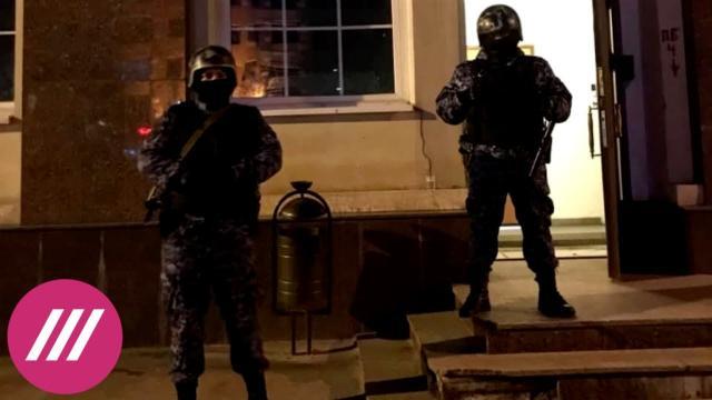 Телеканал Дождь 02.05.2021. «Полицейским хотелось, чтобы мы доиграли»: как срывали премьеру спектакля о протестах в Беларуси